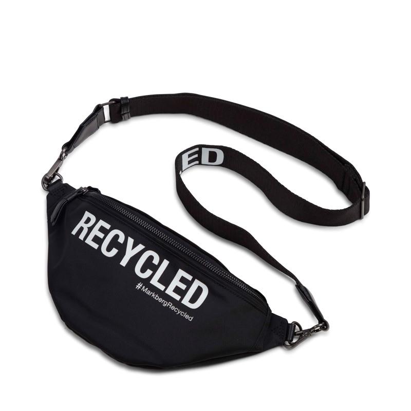 Markberg Bæltetaske Thyra Recycled Sort m/hvide bogstaver 1